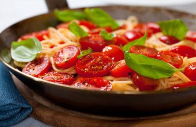 Pâtes basillic coriandre et tomates