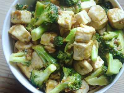 Sauté de tofu aux brocolis