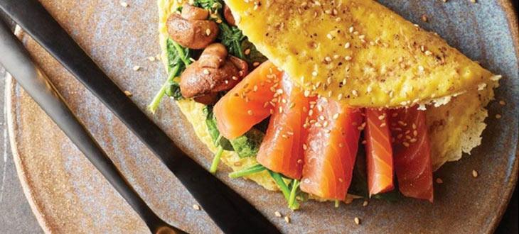 Omelette au sésame et saumon fumé
